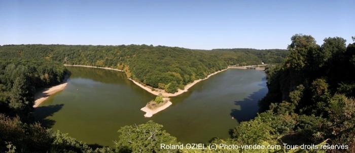 Photo panoramique du lac de barrage de Mervent